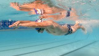 พุ่งตัวว่ายน้ำ